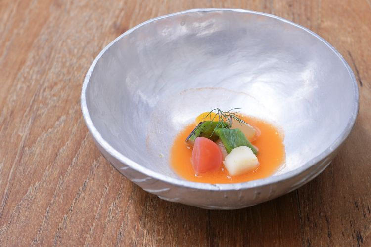 Minestra di frutta e verdura con estratto di carota fermentata e olio di sesamo