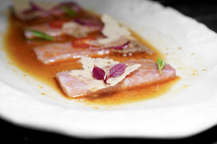 Ventresca di tonno con rosmarino e lime
