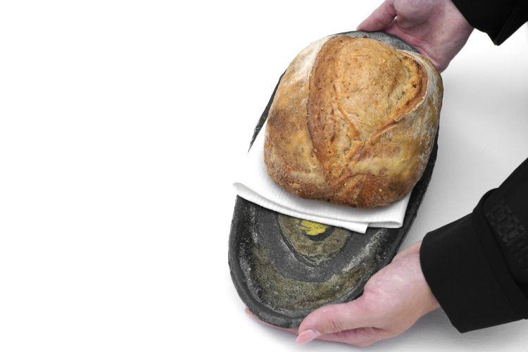 Il pane, da licoli, con farina di grano tenero Risciola e farina multicereali, più semi di lino e di miglio
