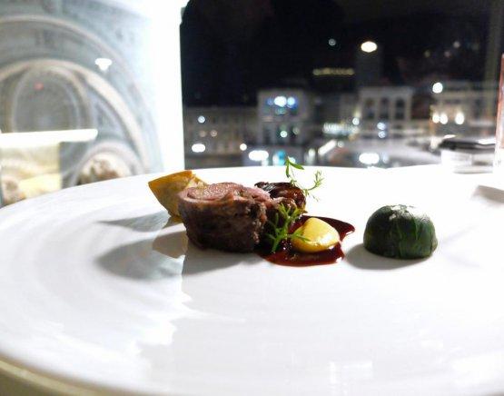 Altro piatto signature dello chef, eccezionale, Agnello nostrano di Puglia in tre passaggi… (omaggio a Michele Varvara). Foto Tanio Liotta