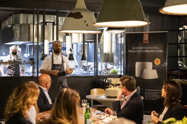 Lo chef romagnolo Enrico Croattidel ristorante e tapas bar Moebius, Milano