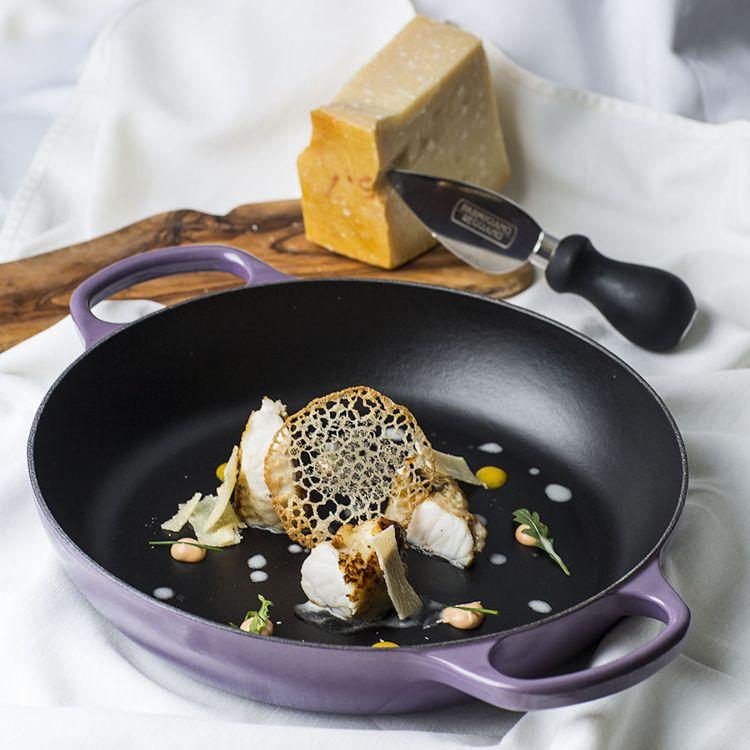 Parmigiano Reggiano 40 mesi, rana pescatrice, ostrica e maionese, del ristorante Palio in Spagna