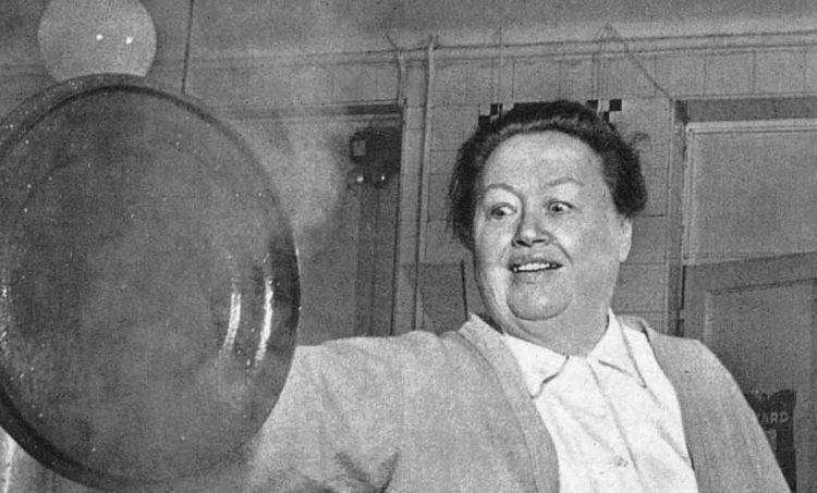 Eugénie Brazier (1895-1977): nel 1933 isuoi due ristorantiLaMère Brazier, fuori e dentro Lione, furono premiaticontemporaneamente con 3 stelle Michelin. Toccherà attendere 57 anni per la replica maschile, conAlain Ducassea Montecarlo e Parigi