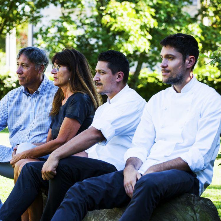 Famiglia Manias del ristorante Al Cjasal diSan Michele al Tagliamento (Venezia),premiati da Anna Baccarani, Responsabile Marketing Food Service di Olitalia