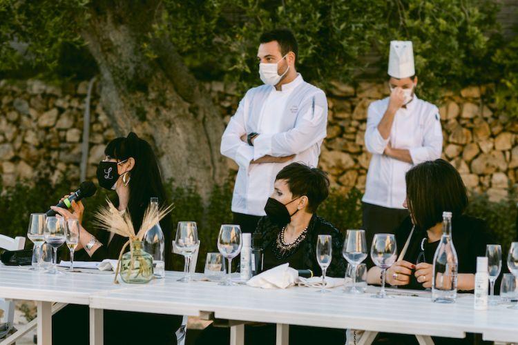 Un momento della conferenza del 28 maggio 2021, al cento - e in piedi - lo chef Giuseppe Pedone