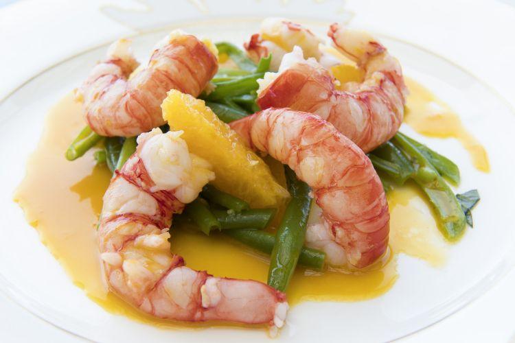 Alcuni piatti di Pierangelini per il Verdura Resort: qui una fresca insalata di gamberi