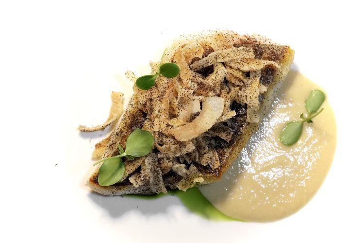 Pezzogna (frollata due settimane), emulsione di genovese, jus di pezzogna, cipolla giarratana