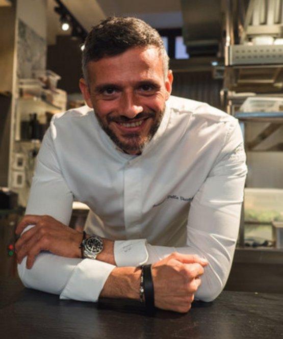 Federico Della Vecchia è l'executive-chef di Bioesserì e socio del terzo ristorante in Porta Nuova a Milano assieme ai fratelli Borgia: parteciperà a Identità di Cocktail con Carlo Simbula, sabato 25 settembre alle ore 12,00