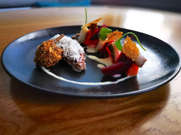 Parmigiano Reggiano 40 mesi, pernice e verdurine, del ristorante Anona in Francia