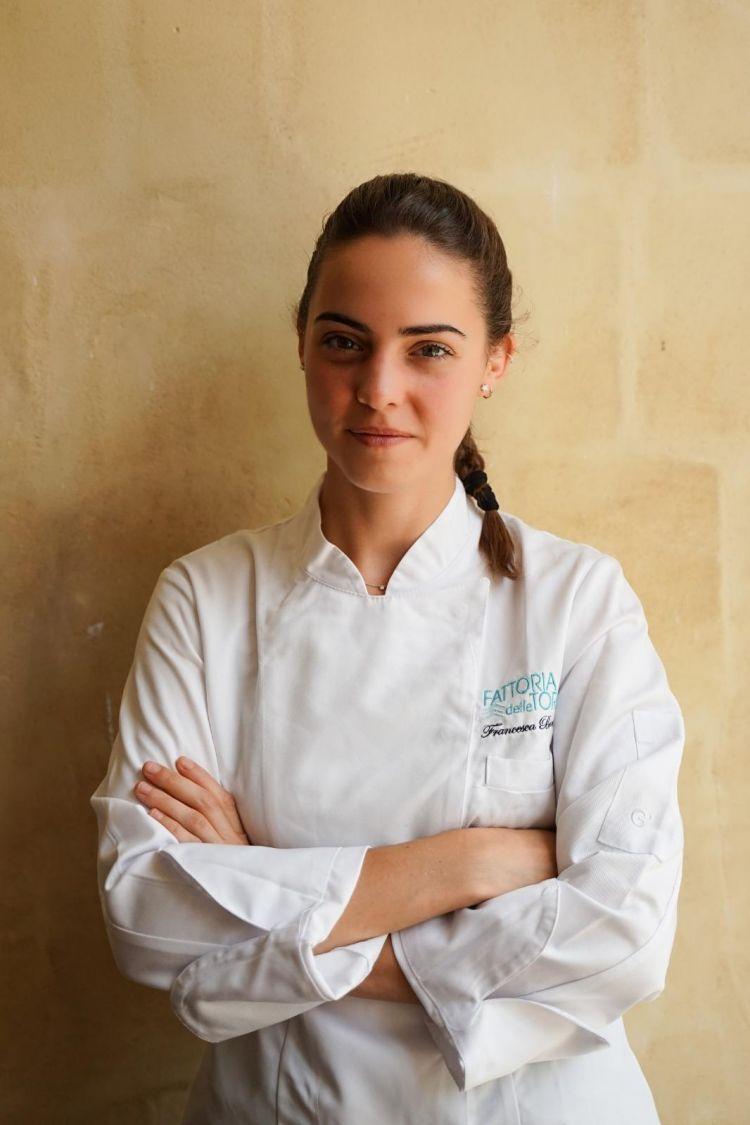 La giovane chef Francesca Barone, 24 anni, laureata all'Università di Scienze Gastronomiche di Pollenzo, vanta di prestigiose esperienze al fianco di maestri quali Davide Scabin, Massimiliano Alajmo, Martina Caruso