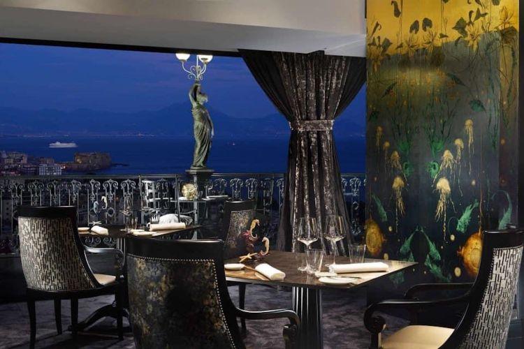 La sala del ristorante George al Grand Hotel Parker's di Napoli