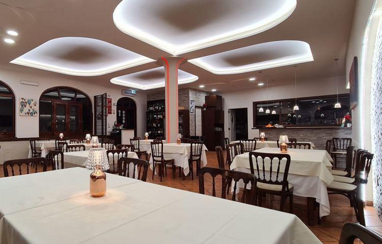La sala della nuova sede diGerani:il ristorante diGiovanni Sorrentino ha traslocato daSanta Maria la Carità a Sant'Antonio Abate, Napoli. Prima apertura al pubblico, mercoledì 27 gennaio