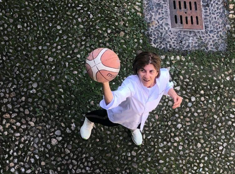 La Ghisolfi di nuovo col pallone da basket, sua grande passione insieme alla cucina