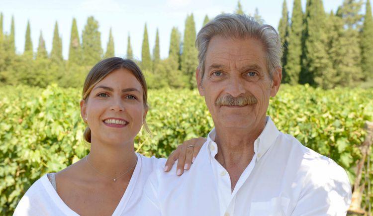 Carlo Ferrini con la figlia Bianca, alla quale ha trasmesso la passione per il vino