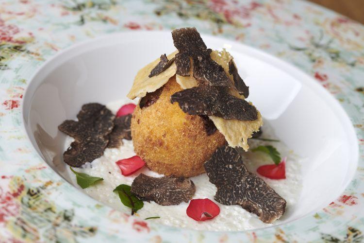 Parmigiano Reggiano 40 mesi, uovo e tartufo istriano, del ristorante Badi in Croazia