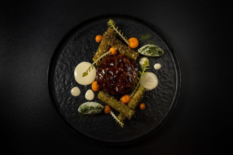 Parmigiano Reggiano 40 mesi, agnello, carote, salvia e sufnudle, del ristorante Dubravkin in Croazia
