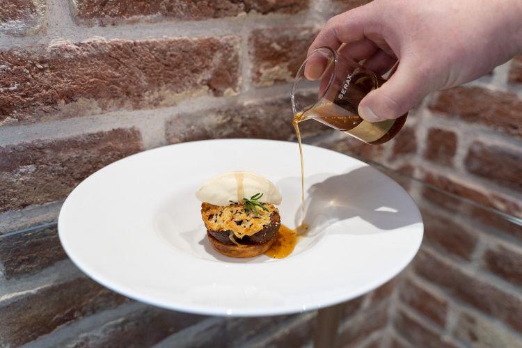 Parmigiano Reggiano 40 mesi, fichi, rosmarino e aceto di fichi, del ristorante Fosa in Croazia