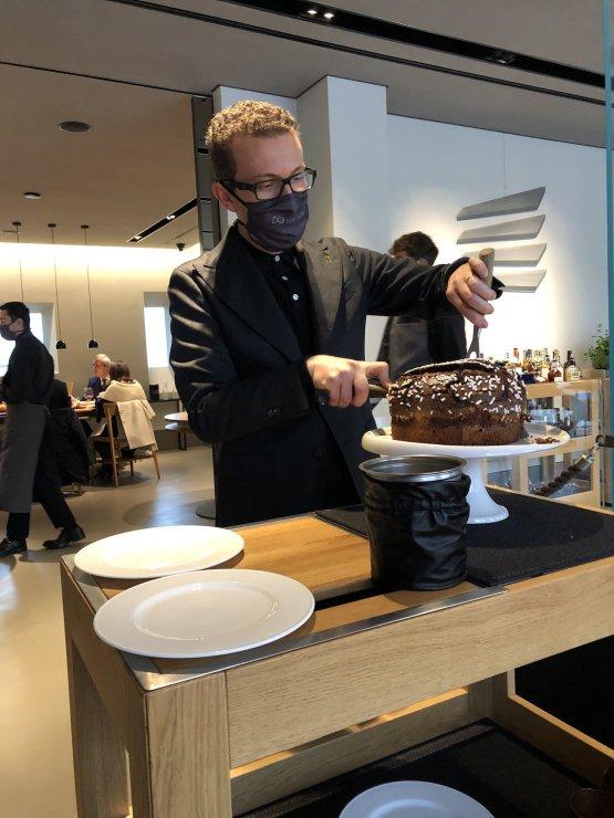 Davide Novati alle prese col nuovo Pan D'Oai tre cioccolati