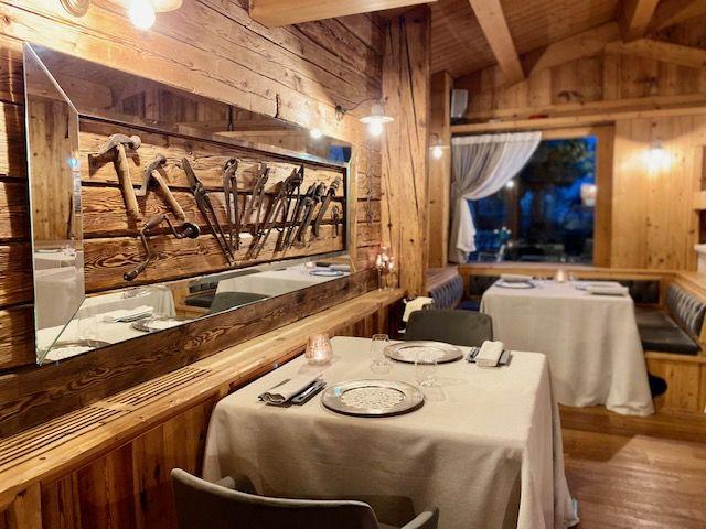 La sala del ristorante stellato La Presèf a Mantello