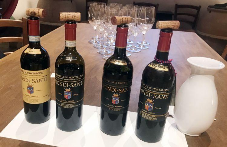 Le bottiglie degustate: da sinistra, Rosso di Montalcino 2017, Brunello di Montalcino 2015, Brunello di Montalcino Riserva 2013 e il Brunello di Montalcino Riserva 1983