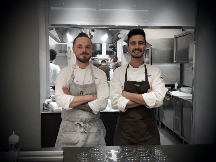 Levin Grüten, a sinistra, con Edoardo Traverso, resident chef di Identità Golose Milano