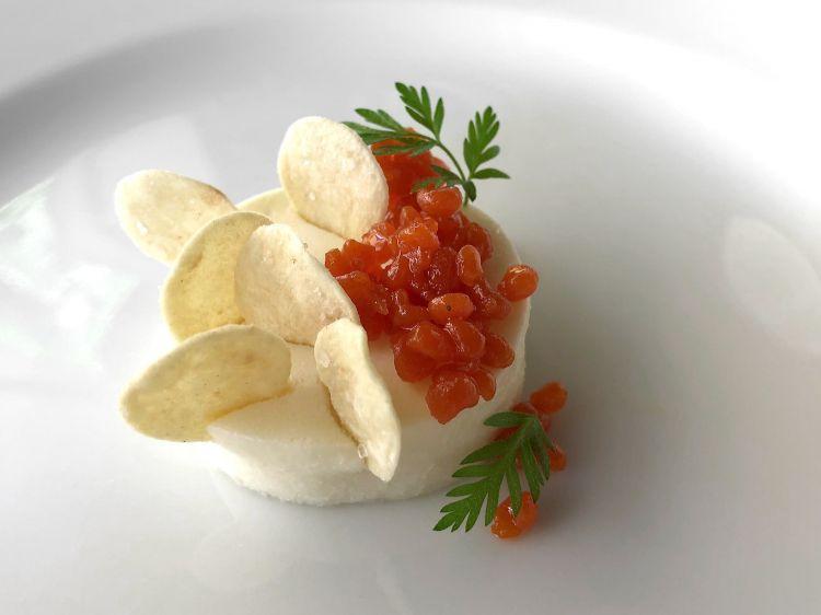Mousse di Grana Padano, perle di pomodoro e chips di pisarei