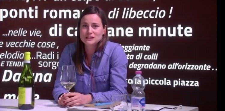Elena Antonucci spiega la produzione dell'azienda Santa Barbara