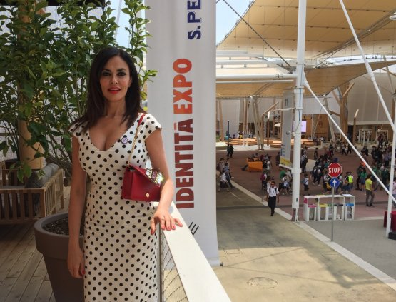 Maria Grazia Cucinotta al termine del pranzo, sull