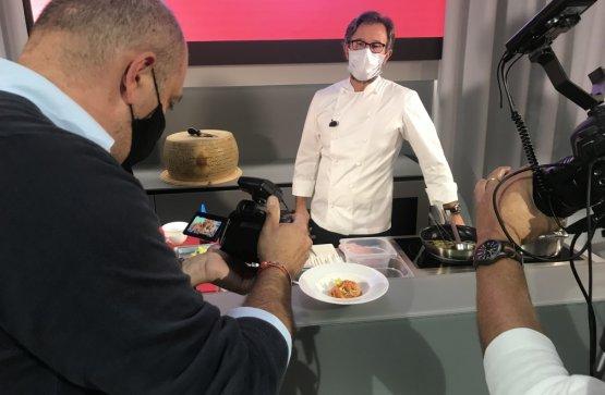 Che piatto presenterà Cracco nella lezione per Identità di Pasta? Scopritelo domenica 25 alle 13