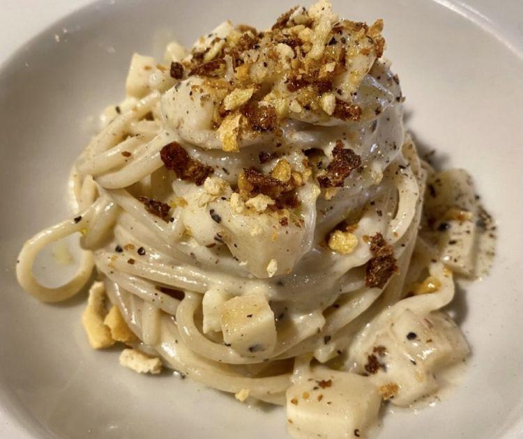 Dalle proposte di Cucina.Eat, alcuni dei piatti in cui si trovano i prodotti di Coile Scalas: iniziando dallo Spaghetto Monograno Felicetti, pere, pane croccante, crema di pecorino