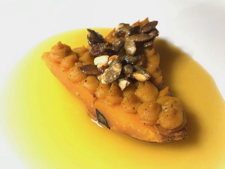 Zucca cotta ai carboni, crema a base di buccia, semi caramellati e ristretto al cuore di zucca, di Franco Aliberti