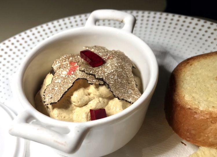 Pasticcio di fegato d'oca in terrina, tartufo nero e brioche tostata
