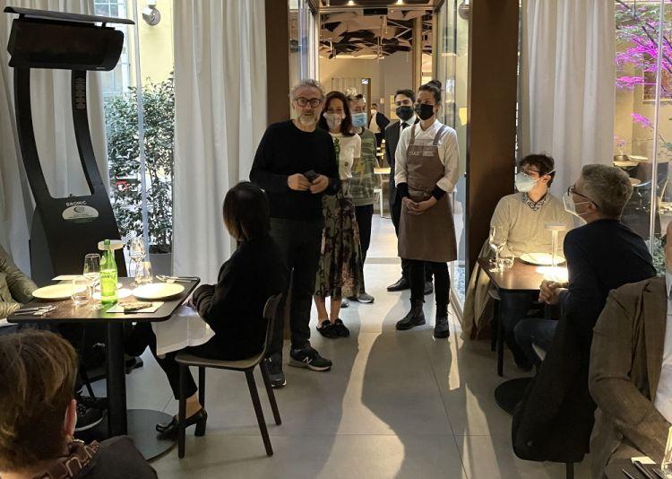 Jessica Rosval e Massimo Bottura presentano i piatti in sala a Identità Golose Milano