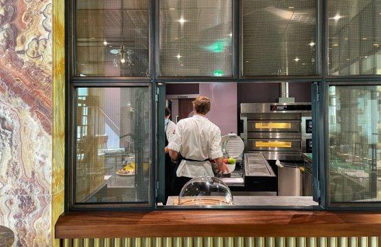 La cucina di Vertigo vista dalla sala