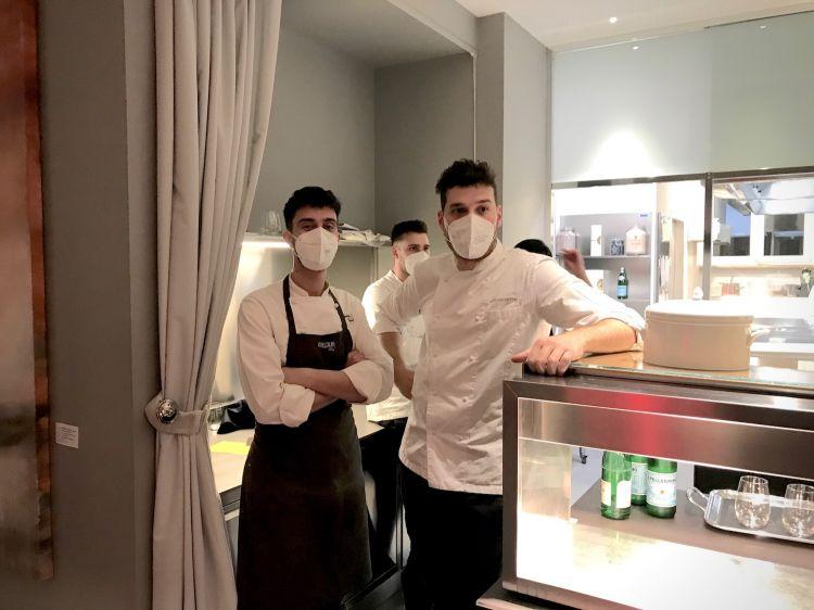 Francesco Vincenzi, a destra, con il resident chef di Identità Golose Milano, Edoardo Traverso