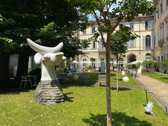 I tavoli di Vòce in Giardino visti da quello dedicato invece al Desco di Manzoni