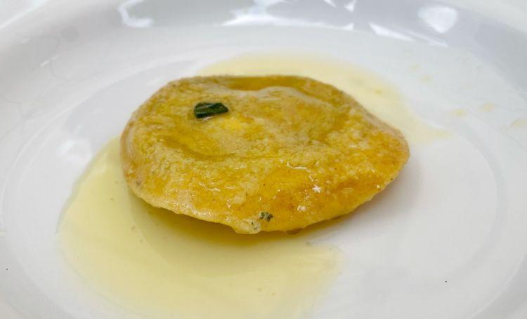 Ravioli di farina di sorgo con borragine, maggiorana e raveggiolo