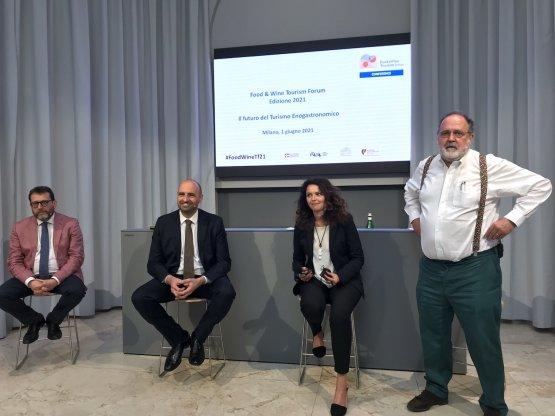 I relatori nella sede di Identità Golose Milano: da sinistra Andrea Alemanno, Mauro Carbone, Roberta Milano e Paolo Marchi