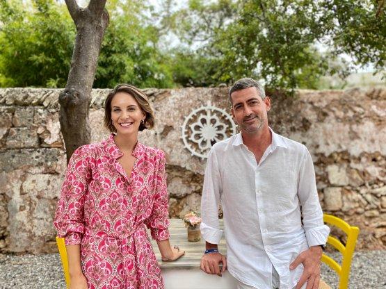 L'imprenditore Angelo Ria e la moglie Claudia Murra, esperta di armocromia, hanno rilevato nel 2015 e dato nuova vitaaun'antica struttura che oggi ospita il ritorante con circa 80 coperti, immerso in un agrumeto secolare, e l'albergo diffuso con circa 36 camere