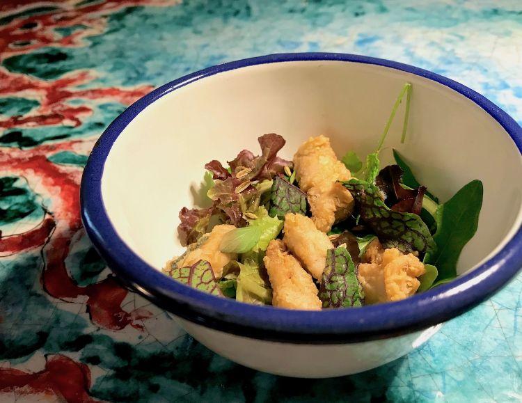 Deliziosa questa Misticanza aromatica, lattume di palamita fritto, semi di finocchio