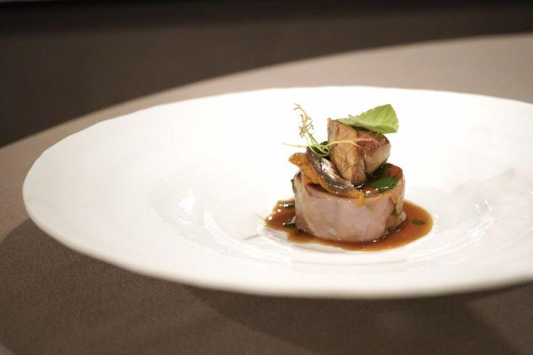 Capretto e la sua animella, peperone affumicato, acciuga salata di Monterosso, salsa al levistico