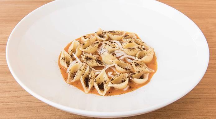 Conchiglie di pasta con zuppa di pesce,Andrea Berton