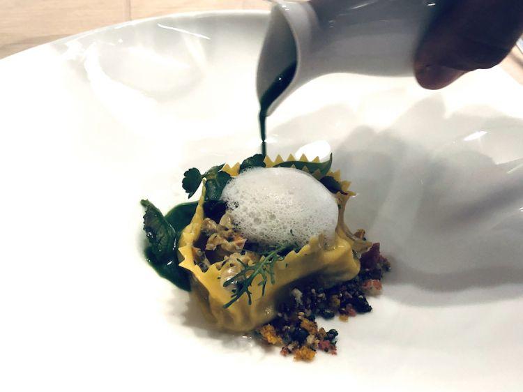 """""""Cartellata"""" pasta farcita di razzå e telline, pepe nero, tartufo, spinaci, omaggio salato di Luca Landi alle cartellate natualizie pugliesi (e dolci)"""
