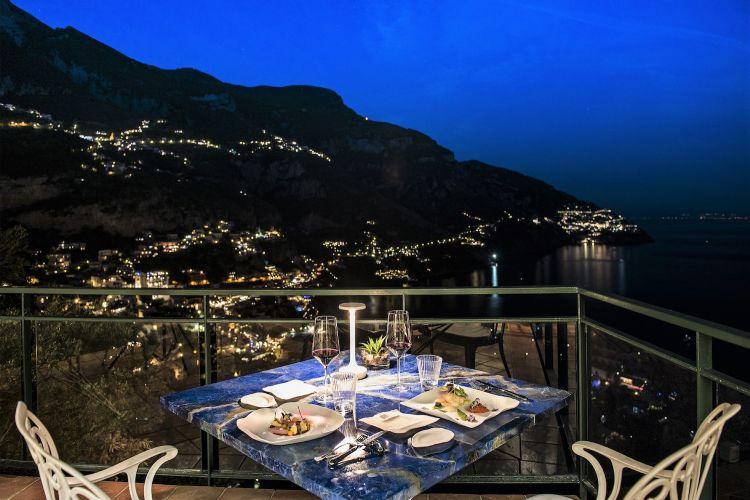 ...e La Serra, indirizzo gastronomico con vista su Posillipo