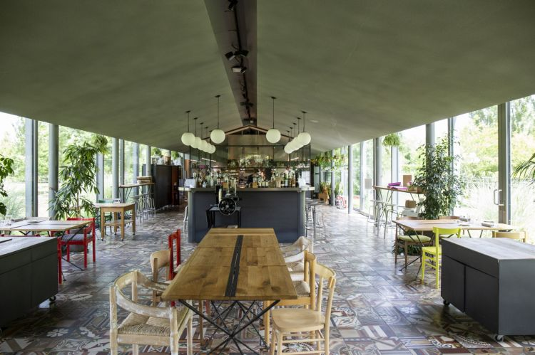 Le Cementine,a detail of the dining room (photo by Lido Vannucchi)