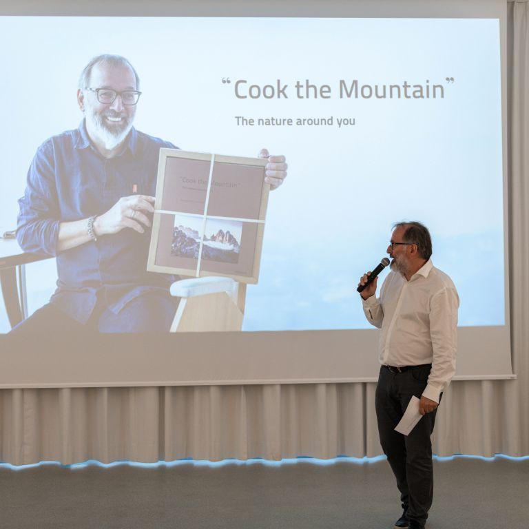 Niederkoflerpresents his book