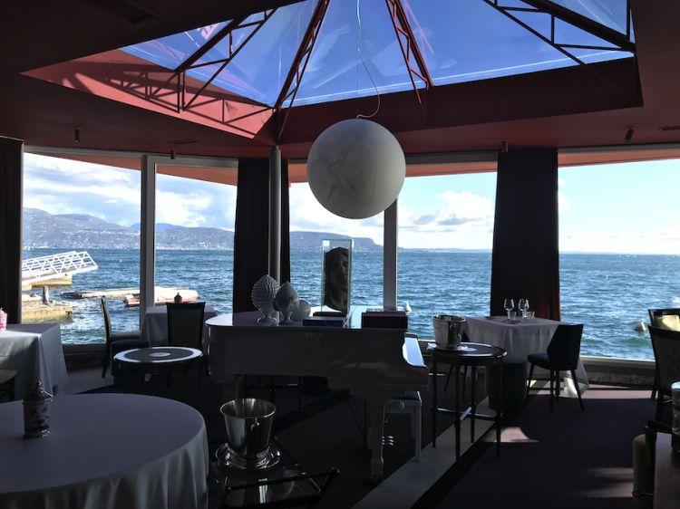 Il lago di Garda visto in ottobre dalla sala del Lido 84