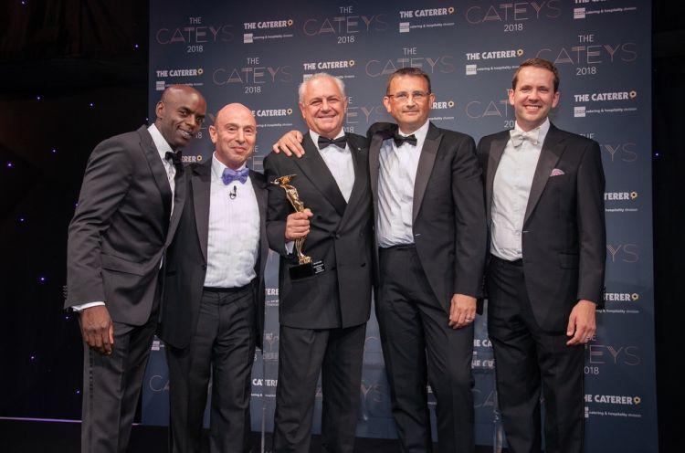 Al centro, premiato nel 2018