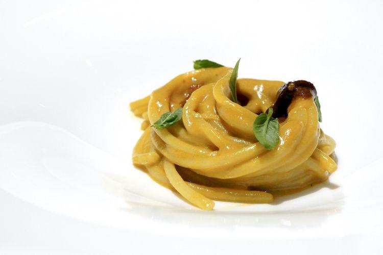 Buonissimo anche lo Spaghetto, melanzana affumicata, ricci di mare e zenzero