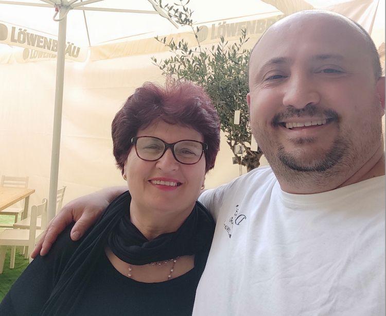Luca Doro con la mamma, spesso presente nella sala della pizzeria Doro Gourmet